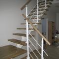 лестница на крашенном косоуре